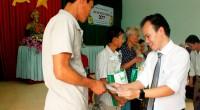 LHC trao 100 phần quà Tết cho người nghèo nhân dịp Tết Đinh Dậu 2017