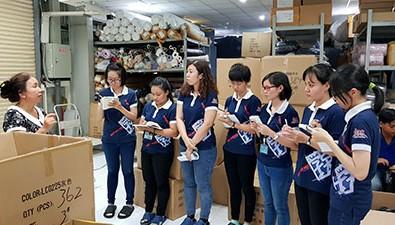 Đoàn sinh viên Đại học KHXH&NV tham quan KCN Long Hậu